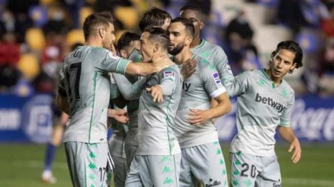 El Betis pasa de ronda con goles de Montoya y Guido ante un Segunda B