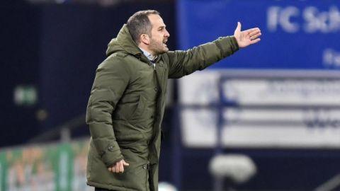 Schalke cesa a técnico Baum en plena debacle en Bundesliga