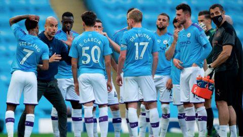 Manchester City propaga el espíritu navideño con donaciones y regalos