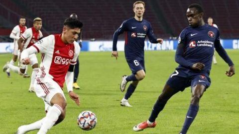 """Ten Hag dice que Edson Álvarez seguirá en el Ajax """"después del invierno"""""""
