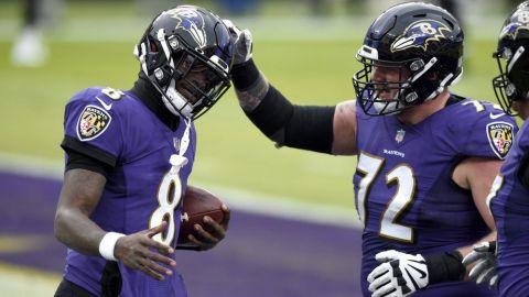 Ravens apalea a Jaguars y presiona para calificar