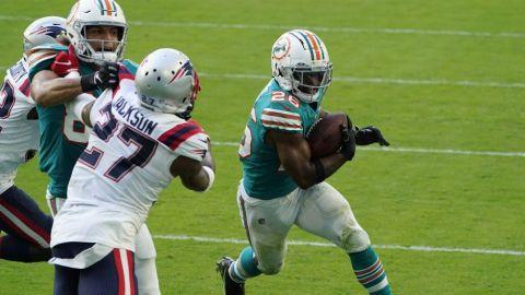 Dolphins sigue en puestos de playoffs y elimina a Patriots