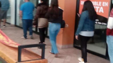 Suspenden entrada de clientes a tienda Coppel en Plaza Monarca (video)