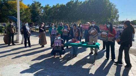Se manifiestan religiosos en Palacio Municipal, piden aperturas de Iglesias