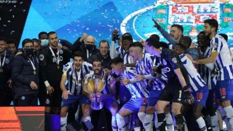 """Tecatito Corona y Porto ganan la Supercopa de Portugal """"Cándido Oliveira"""""""