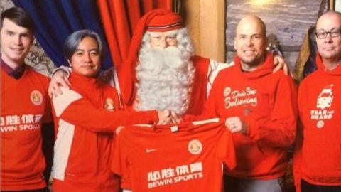 El club que lleva la Navidad a las canchas es el FC Santa Claus