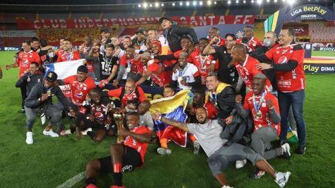 América aguanta en Bogotá y se corona bicampeón de la liga colombiana