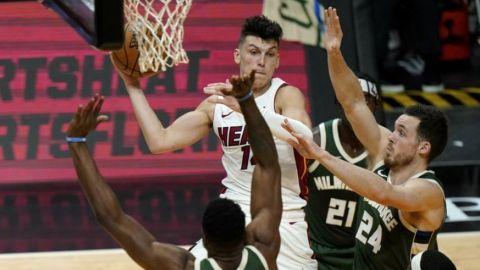 Heat venga humillación; remonta y vence a Bucks