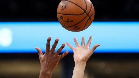 NBA exigirá que los jugadores usen sensores como parte del rastreo de contactos