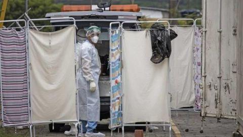 Reino Unido reactiva hospitales de emergencia a medida que aumenta el covid