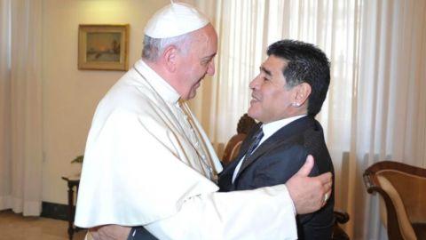 """El papa Francisco califica a Maradona como """"poeta"""""""