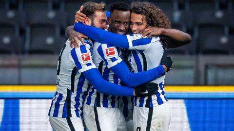 Schalke sigue sin ganar, pierde 3-0 con el Hertha Berlin