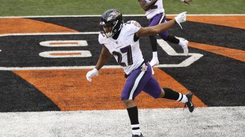 Ravens avanzan a playoffs con paliza sobre Bengals