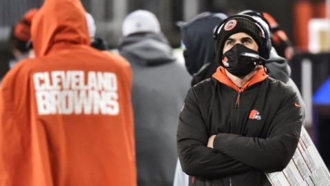 Browns: Stefanski positivo en COVID-19, fuera de playoffs