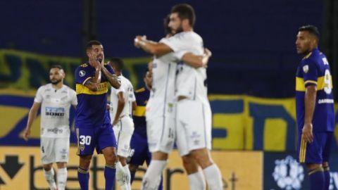 Boca Juniors se complica al empatar en casa contra Santos