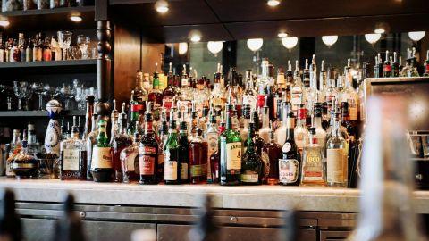 Cierran bares disfrazados de restaurantes este jueves en Baja California