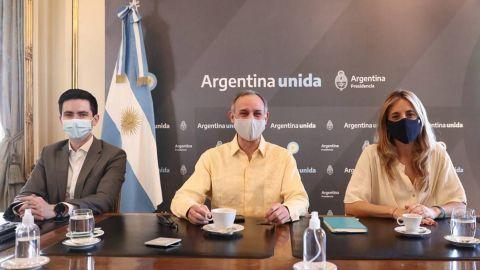 Critican a López-Gatell por mal uso de cubrebocas en Argentina