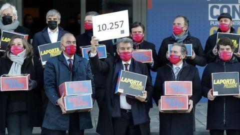 Joan Laporta entrega 10.257 firmas y Víctor Font presentará 4.710