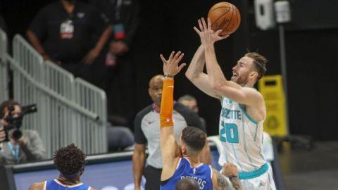 Hayward anota 34 puntos y Hornets aplasta a Knicks 109-88