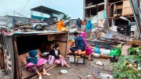 VIDEO: Fuerte terremoto en Indonesia deja 34 muertos y más de 600 heridos
