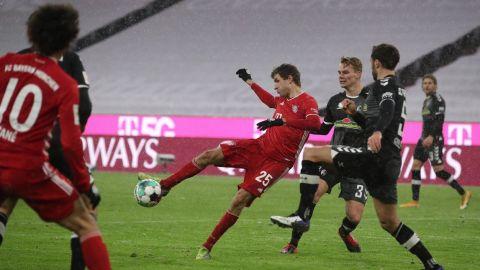 Bayern regresa al triunfo y está de líder
