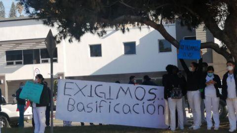 ''Que nos de la cara a los enfermeros'', personal de salud exige a Pérez Rico