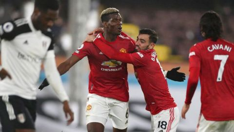 Pogba mantiene líder al Manchester United