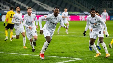 'Gladbach' le pega al Dortmund en duelo de remontadas
