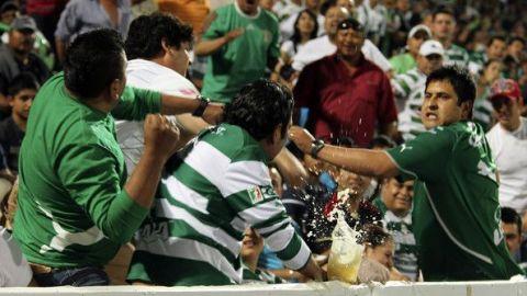 VIDEO: Bronca entre aficionados de Santos en Mazatlán