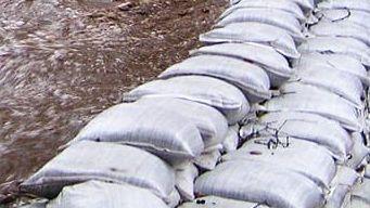 Regalan sacos de arena previo a tormenta en San Diego