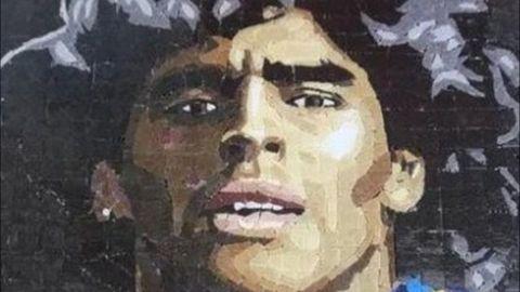 Con un mural recuerdan a Maradona a dos meses de su muerte