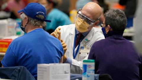 Comienzan análisis de datos para comprobar la efectividad de la vacuna del COVID
