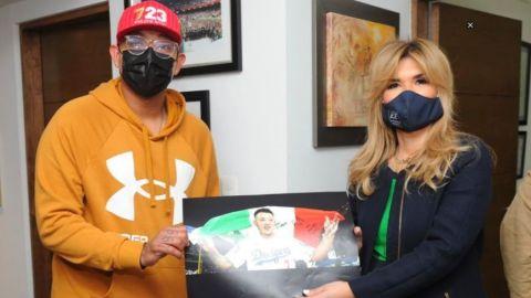 El regalo de Julio Urías a la gobernadora de Sonora