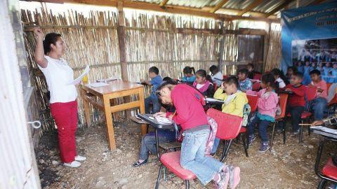 En Oaxaca, existen niños que no conoce salones de clases