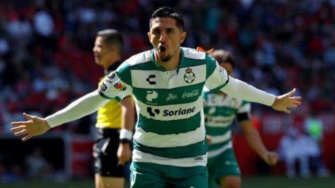 Diego Valdés será operado por lesión en el pie derecho