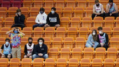 Clippers remontan y se imponen con público en Miami