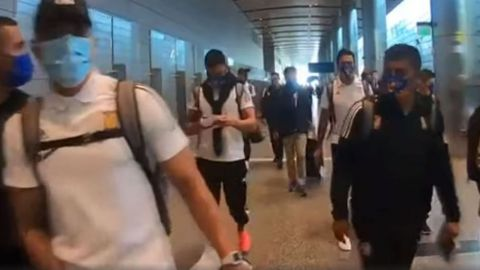 Carlos Salcedo hizo gesto obsceno al arribo de Tigres a Qatar