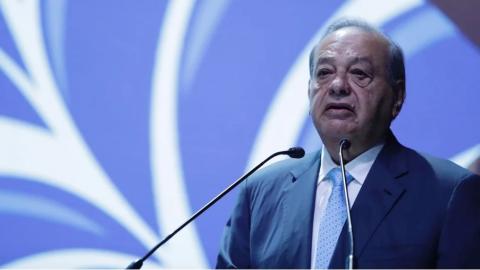 Carlos Slim se recupera del Covid-19 en su casa