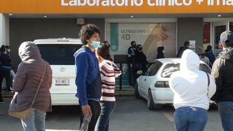 Fotos: Sin sana distancia en Salud Digna de Tijuana