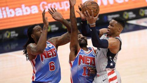 Westbrook y Beal encestan triples sobre el final para sorprender a Nets