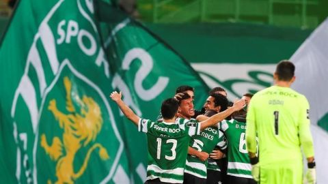 El Sporting se lleva el derbi en el descuento y afianza el liderato
