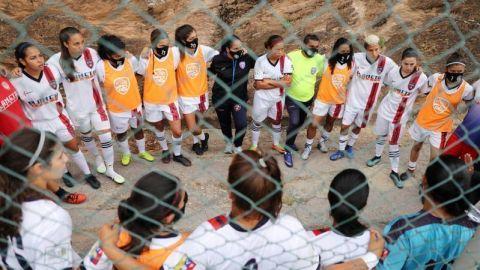 Jóvenes futbolistas sueñan con alzar copas y firmar contratos profes