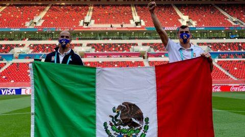 Pizarro y Nahuel se retractan y aparecen con bandera de México