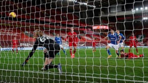 El colombiano Alzate doblega al Liverpool en Anfield