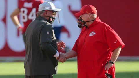 Reid y Arians llevan sus apuestas ofensivas al Super Bowl