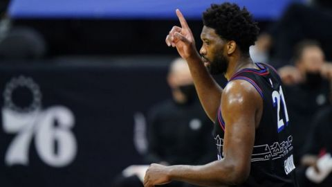 Embiid y Simmons conducen a 76ers a triunfo sobre Nets