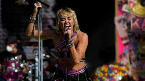 VIDEO: Miley Cyrus deja atrás la chica Disney y conquista el Super Bowl