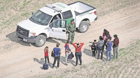Reportan liberación de familias migrantes en EU ante acumulación