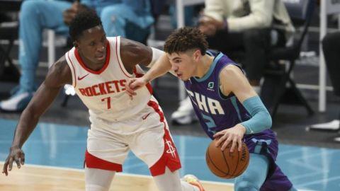 Con un sólido cuarto periodo, Hornets vence a Rockets