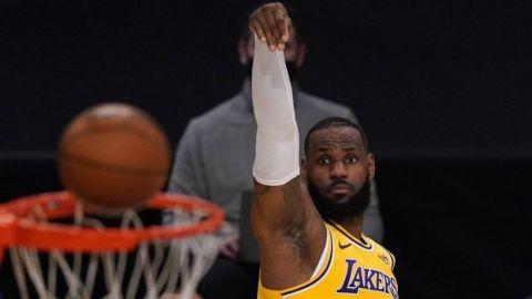 Lakers vencen al Thunder en prórroga y encadenan 5to triunfo